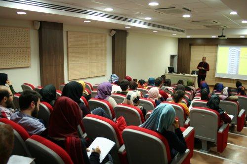 universite-ogrencilerine-konferans